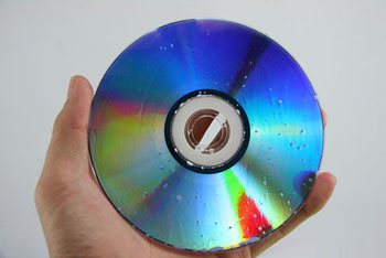 http://www.hdmediaconverter.com/guideimages/550px-Repair-a-CD-With-Toothpaste-Step-2.jpg